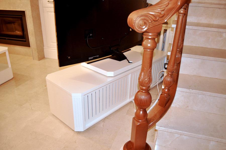 Plataforma extraible y giratoria para TV