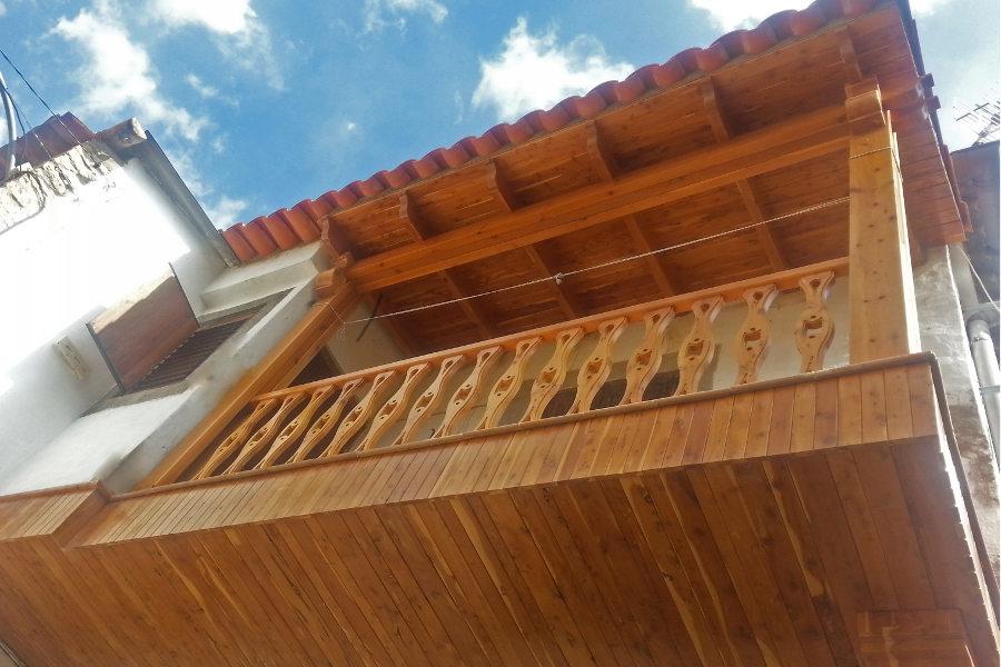 Balcon de madera de Sabina.