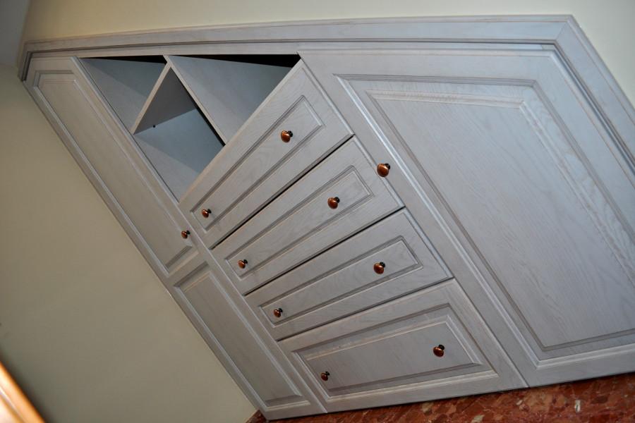 Mueble para hueco escalera de roble macizo envejecido